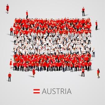 Gran grupo de personas en forma de bandera de austria