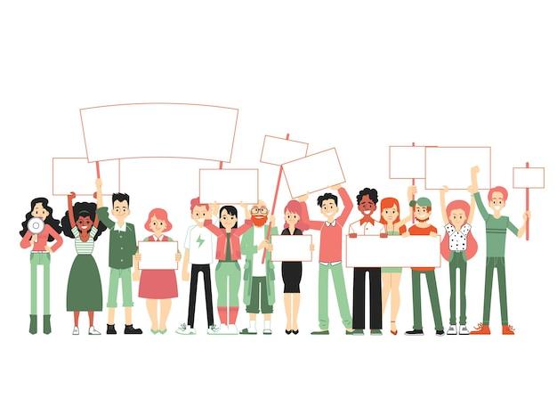 Gran grupo de personas multitud de hombres y mujeres de pie juntos y sosteniendo pancartas en blanco