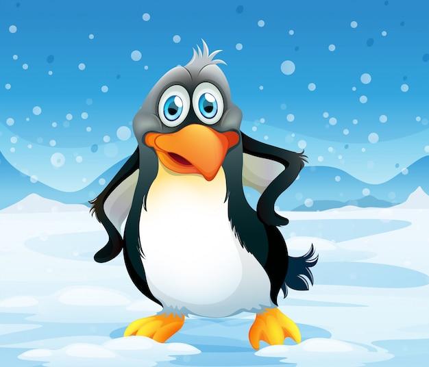 Un gran pingüino en un área nevada