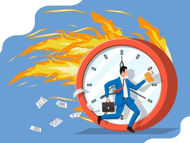 Gran reloj ardiente y hombre de negocios se está ejecutando rápidamente con corbata y maletín agitando. hombre de negocios que se apresura a llegar a tiempo. el tiempo es dinero. ilustración vectorial plana
