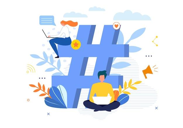 Gran símbolo de hashtag con personas que conversan en la computadora portátil