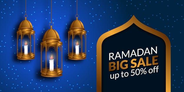 Gran venta del mes de ayuno del ramadán para musulmanes con linterna colgante dorada