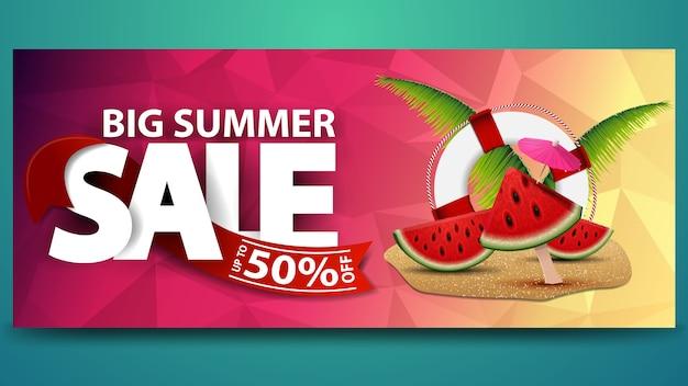 Gran venta de verano, banner web horizontal con textura poligonal.