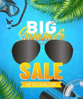 Grandes letras de venta de verano con máscara de buceo, snorkel y aletas