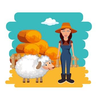 Granjero de pie junto a las balas de ovejas y heno