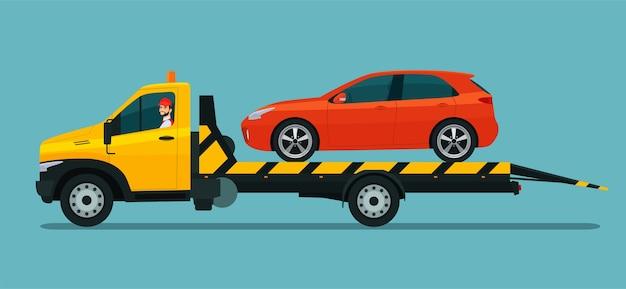 Grúa con conductor lleva un coche con puerta trasera