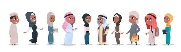 Grupo de chicas y chicos de niños árabes pequeños
