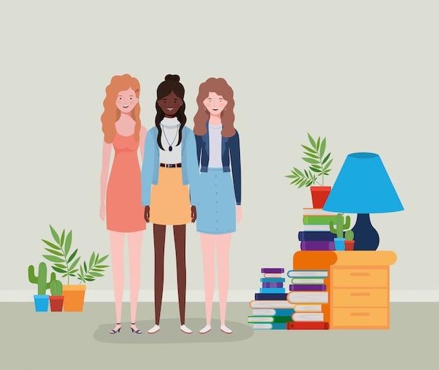 Grupo de chicas interraciales jóvenes y hermosas en la casa