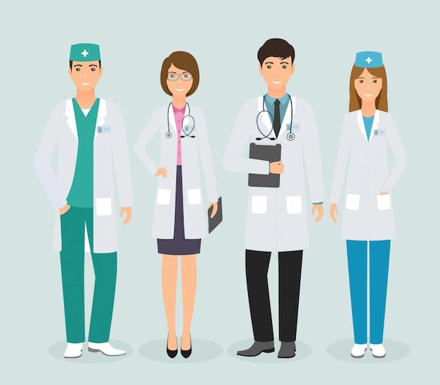 Grupo de cuatro personas médicas de pie juntos en uniforme. médicos y enfermeras en diferentes poses.