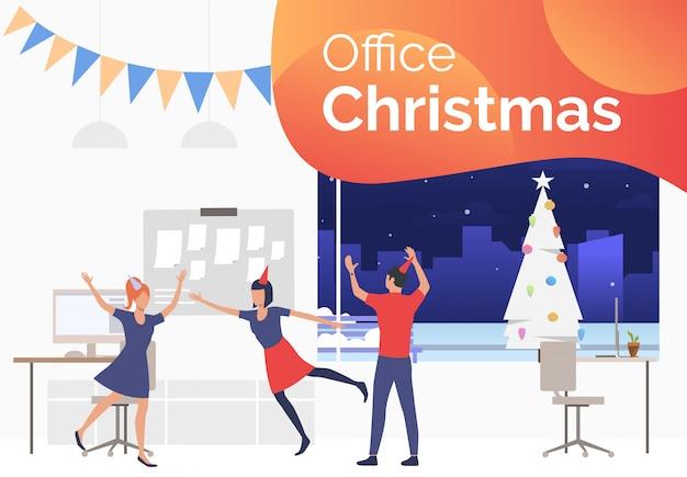 Grupo de empleados felices en la diapositiva de la fiesta corporativa de año nuevo