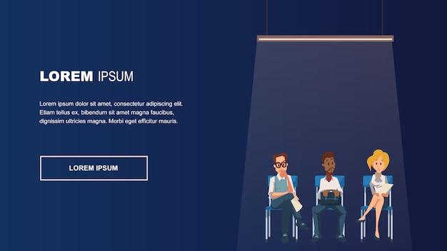 Grupo de empleados pensativos sentado en silla en línea