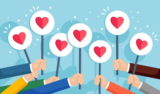 Grupo de empresarios con cartel de corazón rojo. redes sociales, red