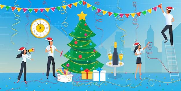 Grupo de empresarios decorando el árbol de navidad
