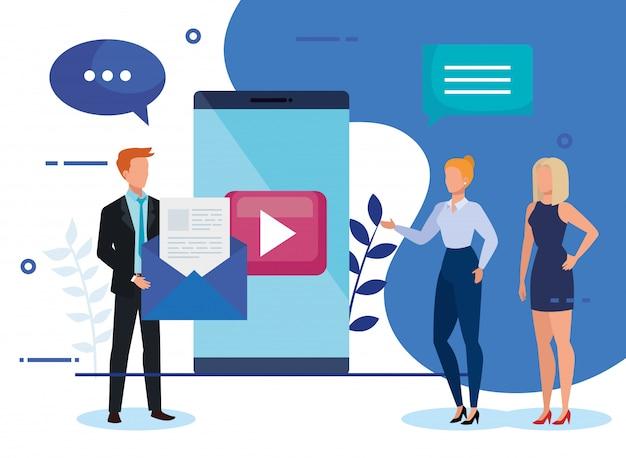 Grupo de empresarios con smartphone e iconos