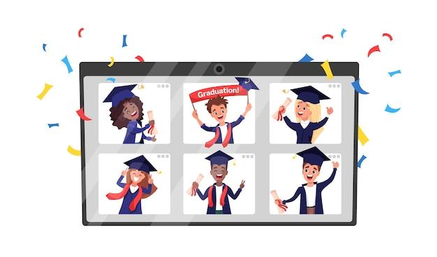Grupo de graduados multiétnicos con togas y birretes académicos celebrando la graduación durante el encierro o cuarentena por coronavirus. ceremonia virtual en línea en un monitor de computadora portátil
