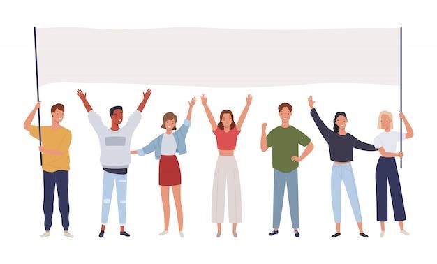 Grupo de hombres y mujeres jóvenes de pie juntos y sosteniendo la pancarta en blanco. manifestantes o activistas masculinos y femeninos.