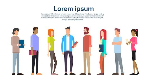Grupo informal de personas de negocios con copia espacio