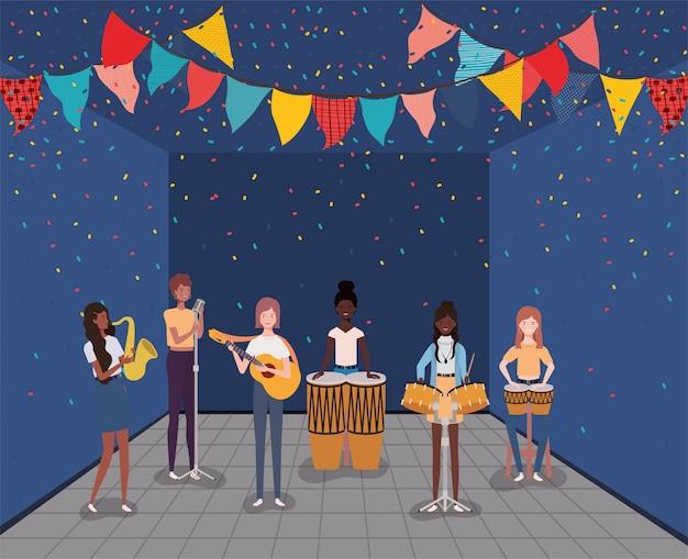 Grupo interracial de mujeres tocando instrumentos de personajes