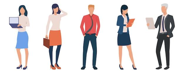 Grupo de jóvenes empresarios masculinos y femeninos.