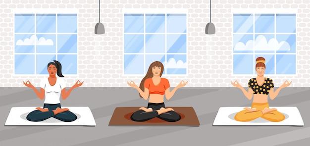 Grupo de mujeres deportivas practicando clase de yoga.