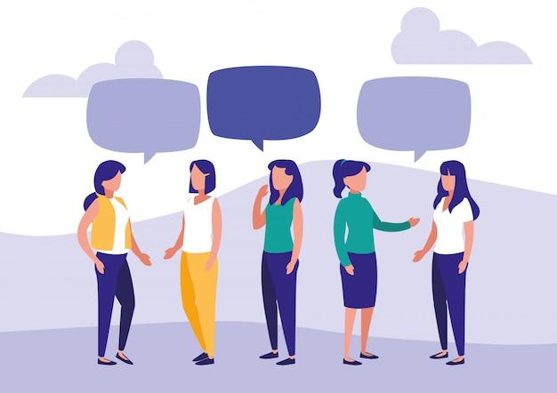 Grupo de mujeres hablando personajes