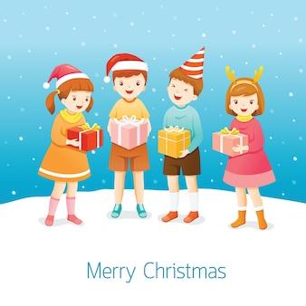 Grupo de niños con cajas de regalo.