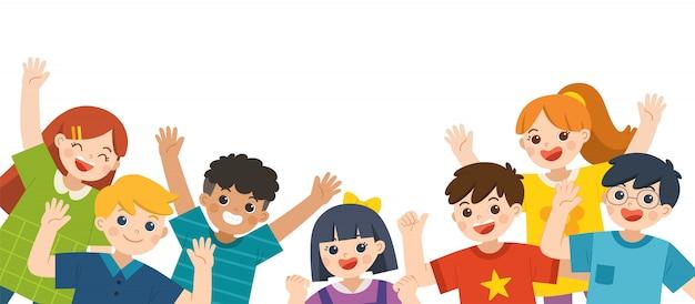 Grupo de niños felices multiculturales saltando alegremente y agitando las manos sobre fondo blanco. alegres estudiantes de primaria. plantilla para folleto publicitario.