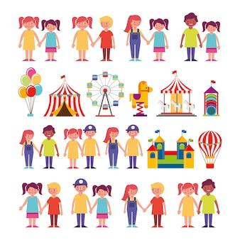 Grupo de niños y personajes del paquete del parque de atracciones
