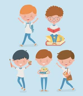 Grupo de pequeños alumnos con útiles escolares.