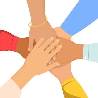 Grupo de personas se dan la mano.