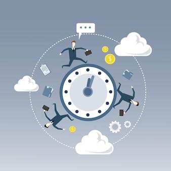 Grupo de personas de negocios girando reloj despertador