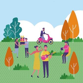 Grupo de personas en el parque en verano