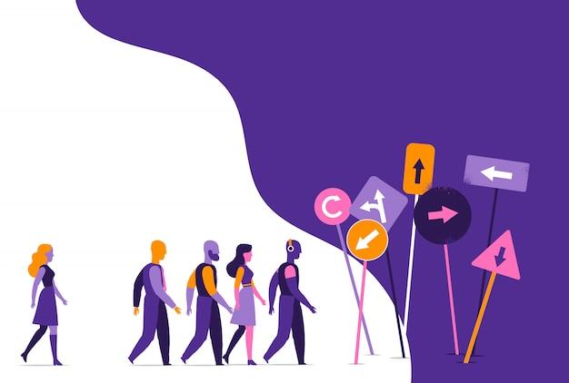 Un grupo de personas que van hacia varias señales y señales de dirección.