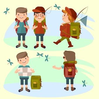 Grupo de turistas jóvenes hombres va de excursión.