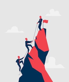 Grupo de vendedores tratando de alcanzar la cima de la montaña con una cuerda, ayudándose mutuamente