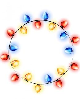 Guirnalda colorida de luces de hadas rojas, azules y amarillas de acuarela