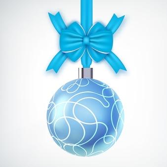 Hermosa bola de navidad realista decorada con lazo de cinta en blanco