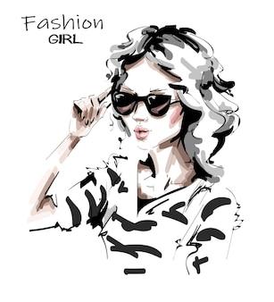 Hermosa chica con gafas de sol.