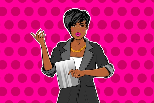 Hermosa chica negra del arte pop en traje trabajando en tableta