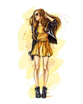 Hermosa mujer joven con bolsa. chica de moda dibujada a mano. modelo de moda posando. bosquejo. ilustración vectorial