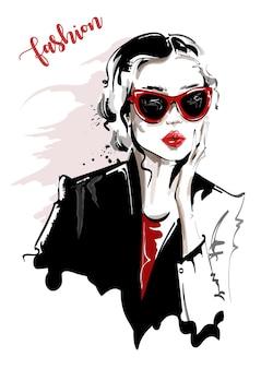 Hermosa mujer joven con gafas de sol.