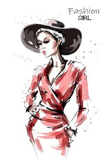 Hermosa mujer joven con sombrero aislado en blanco