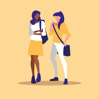 Hermosa pareja de chicas interraciales modelando con bolso