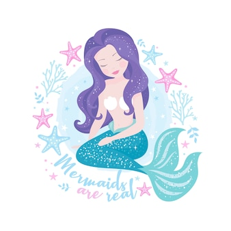 Hermosa sirena con cabello morado.