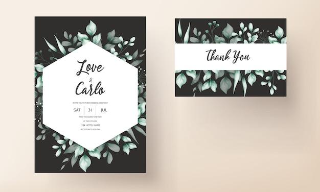 Hermosa tarjeta de invitación de boda con decoración de hojas.
