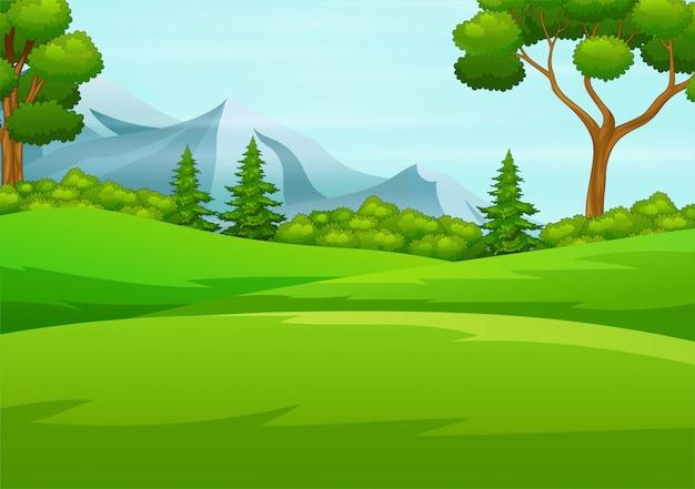 Hermosas colinas verdes con grandes árboles y montañas reman en el horizonte