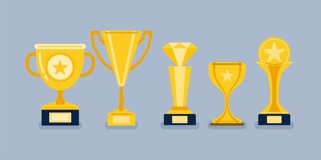 Hermosas copas de trofeos dorados y premios de diferentes formas realistas.