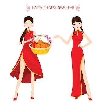 Hermosas mujeres con cheongsam sosteniendo la cesta, celebración tradicional, china, feliz año nuevo chino