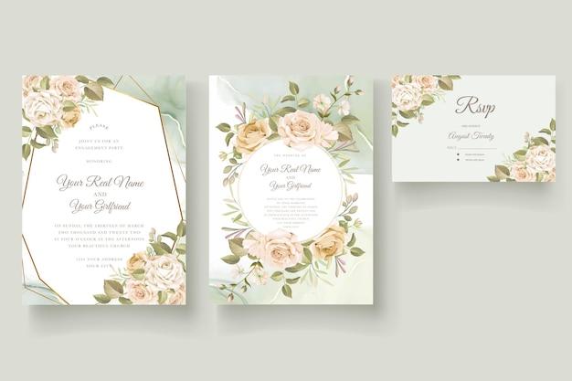 Hermoso conjunto de tarjetas de invitación de boda con rosas dibujadas a mano vector gratuito