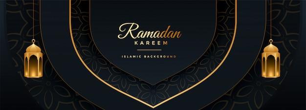Hermoso diseño de banner negro y dorado de ramadan kareem